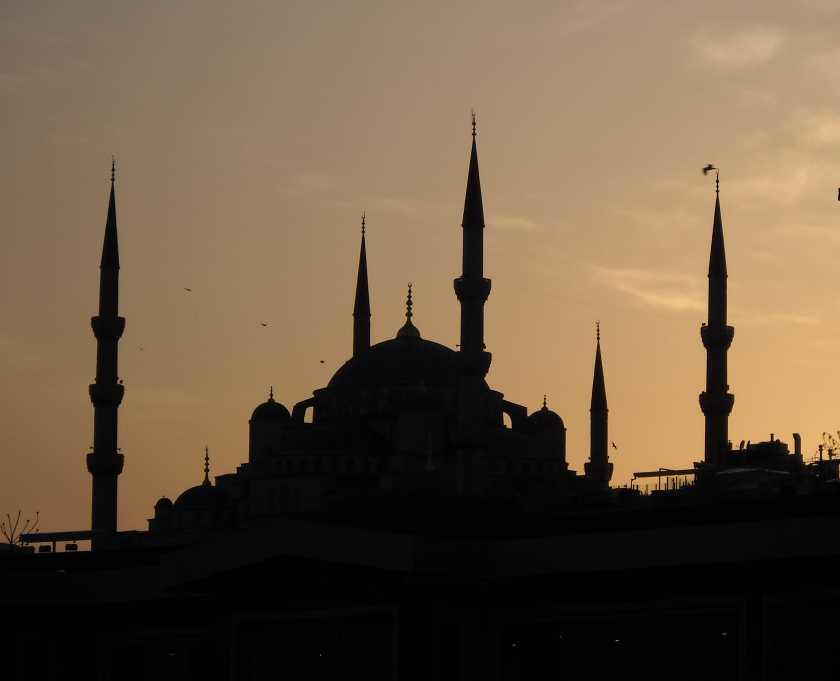 Abenddämmerung über der Sultanahmet Camii, der Blauen Moschee