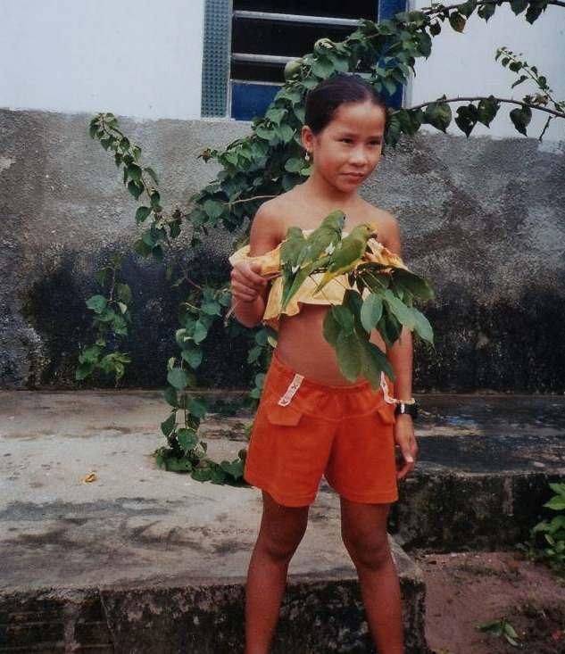 amazonas Mädchen mit vogel kleiner