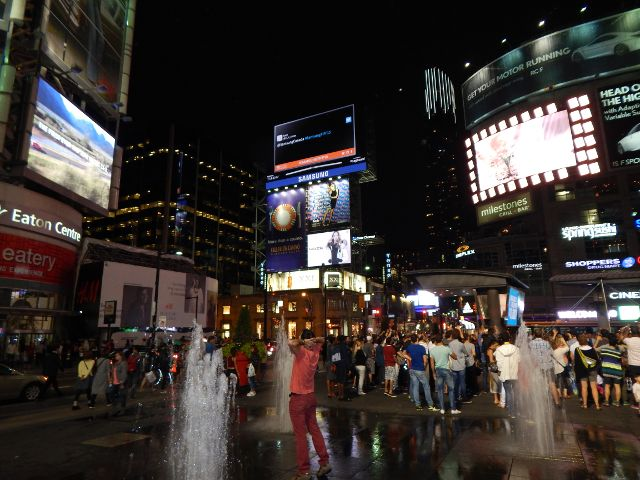 Dundas Square Toronto bei Nacht, Toronto lohnt sich