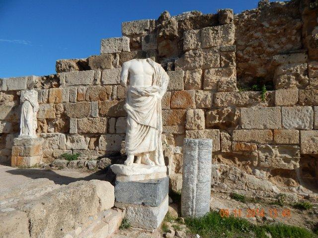 Salamis Statuen