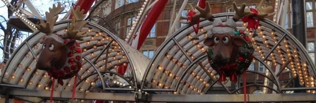 Weihnachten in London, Rentiere am Karussel auf dem Weihnachtsmarkt.