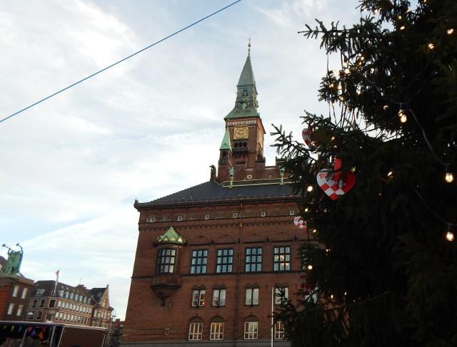 Rathaus Kopenhagen mit Weihnachtsbaum