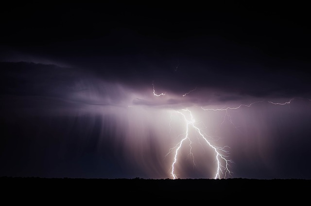 Gewitter und dunkle Regenwolken