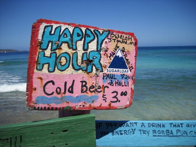 Happy Hour in der Karibik, buntes Holzschild