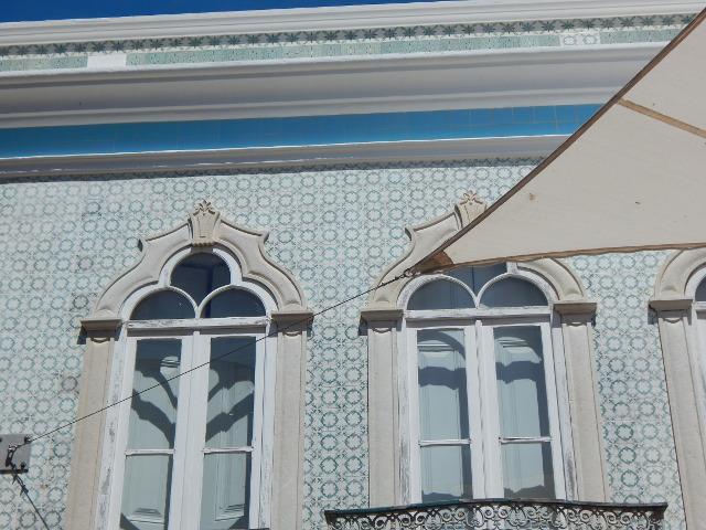 Die typischen Häuser mit Azuleijos.