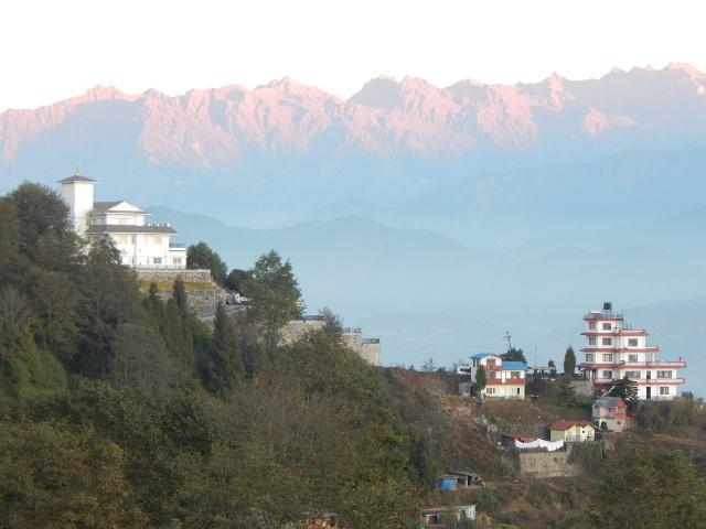 Das Tal bei Nagarkot mit dem Himalaya.