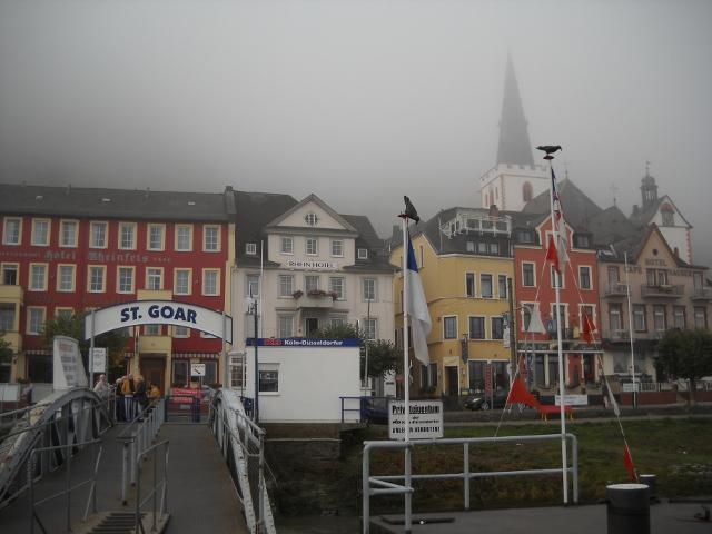 Der Fähranleger der KD in Sankt Goar am Rheinim Herbst.