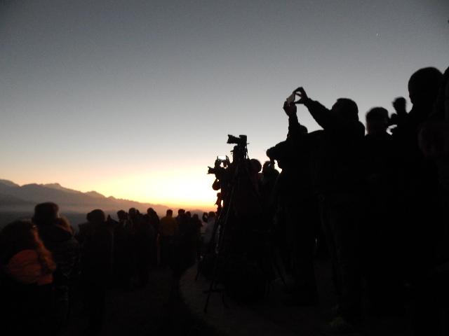 Gemeinsam den Sonnenaufgang über dem Himalaya bestaunen.