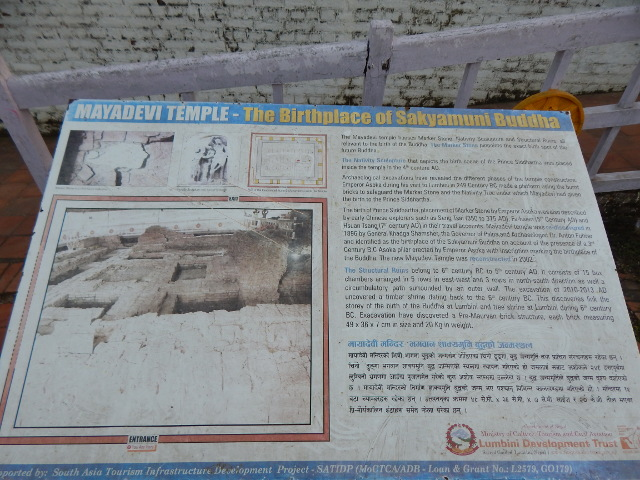 Schild am Maya Devi Tempel mit Hinweis auf Ausgrabungen..