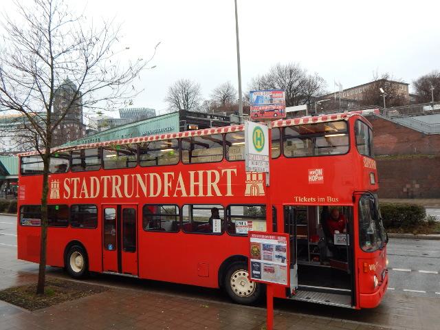 Rote Hop-on Hopp-Off-Busse Hamburg.
