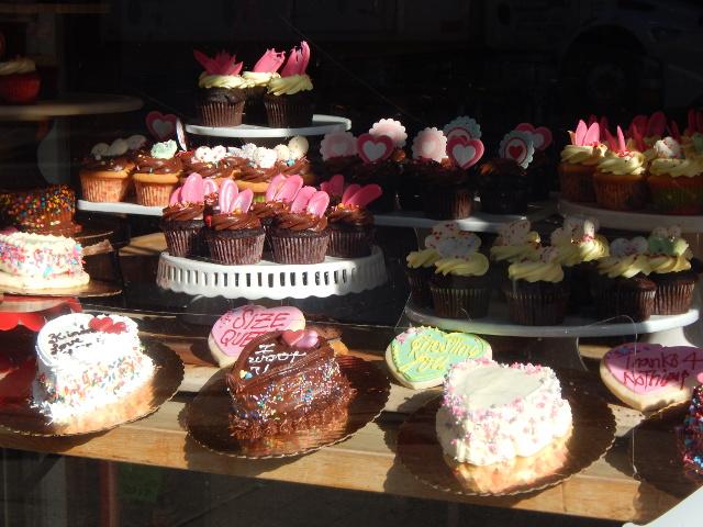 New York ist voller Versuchungen, Kuchen und Cup Cakes in einer Auslage.