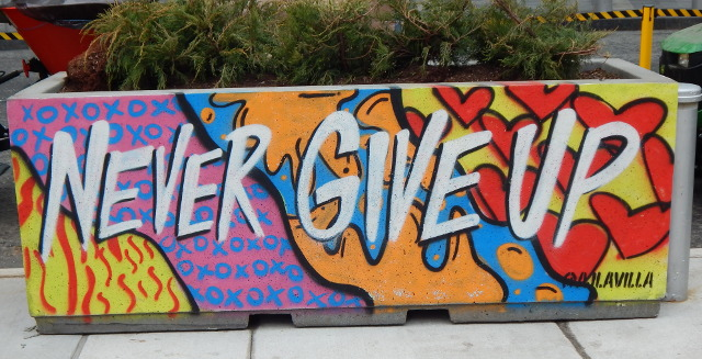 Never Give Up ist das Motto der Street Art von AJ Lavilla.