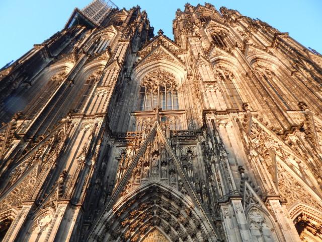 Die meisten Fotos werden von der Kölner Domplatte aufgenommen.