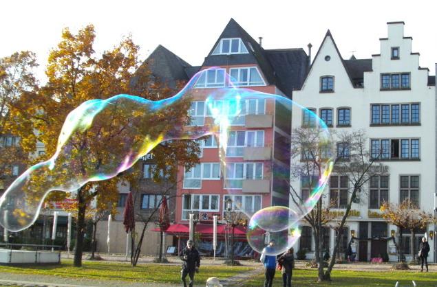 Gaukler an der Rheinpromenade in Köln.