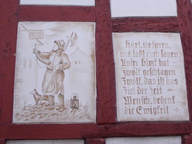 Zeichnung eines Nachtwächters und der Text des Nachtwächterliedes.