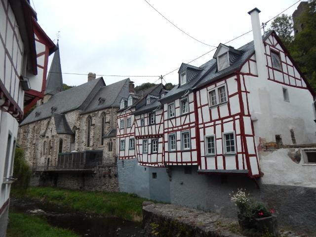 Deutschlands schönstes Dorf Monreal in der Eifel.