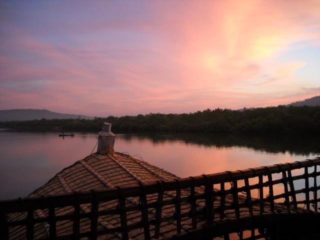 Sonnenaufgang auf dem Hausboot in Goa