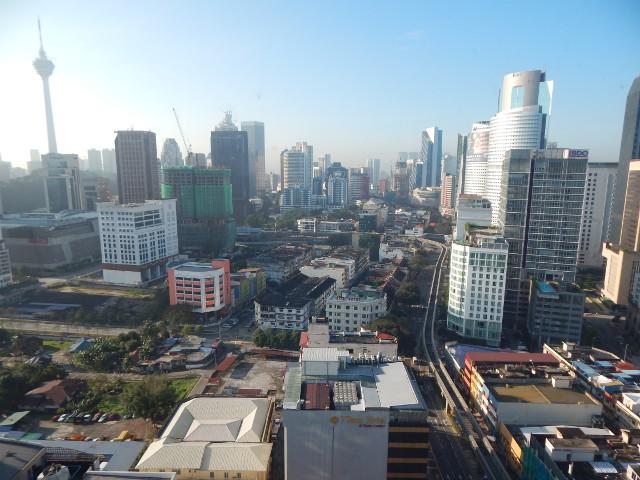 Blick vom Hiltorn Kuala Lumpur auf den KL Tower.
