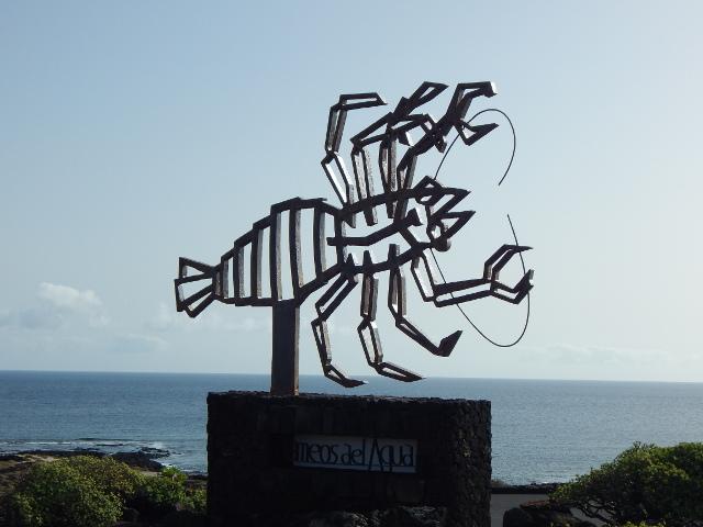 Symbol der blinden Krebse der Jameos del Aqua vor der César Manrique Höhle