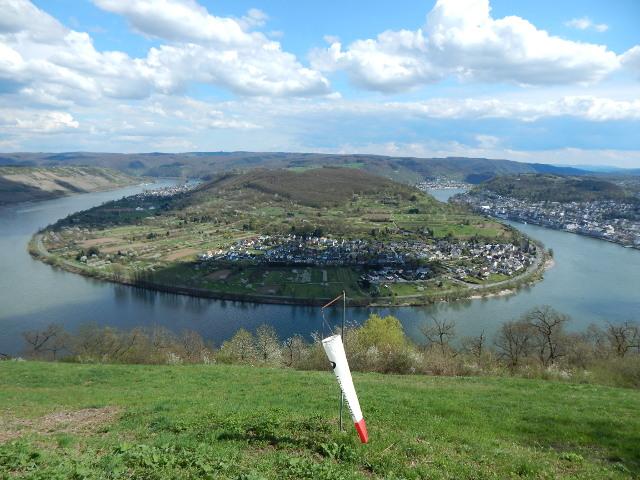 Die größte Rheinschleife bei Boppard vom Gedeonseck gesehen.