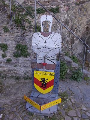 Fotospot für dein originales Bild in Ritterrüstung auf Burg Rheinfels.