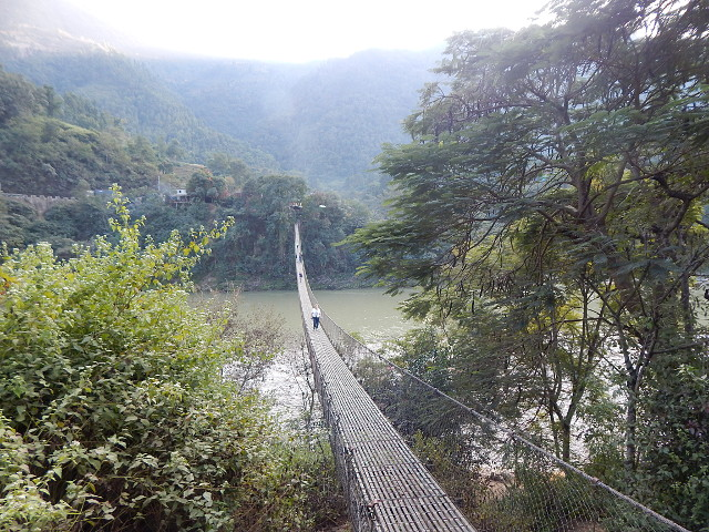 Nepal - Hängebrücke über den Trishuli