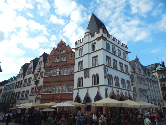 Steipe, Rotes Haus und Glockenspiel in Trier, Sehenswürdigkeiten in Trier