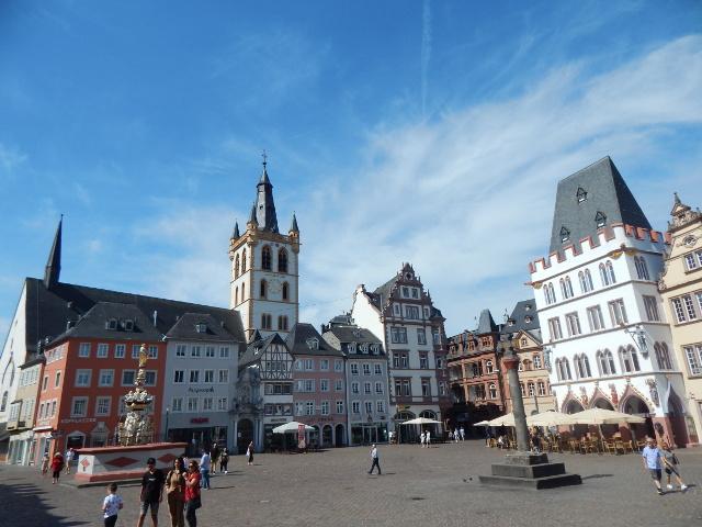 Der Hauptmarkt in Trier gehört zu den schönsten Sehenswürdigkeiten in Trier