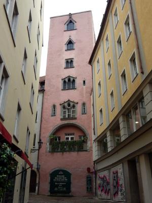 Baumberger Turm, einer der Wohntürme in Regensburg