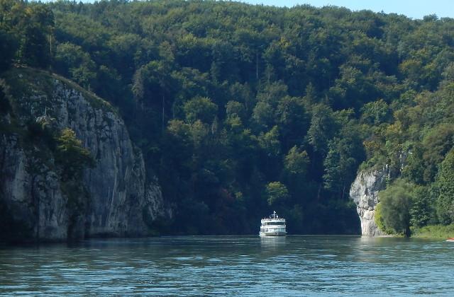 Gegenverkehr - Schifffahrt im Donaudurchbruch