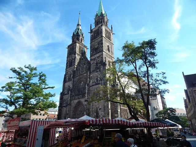Die Sankt Lorenzkirche in halber Tag in Nürnberg