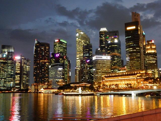 Singapur bei Nacht an der Esplanade