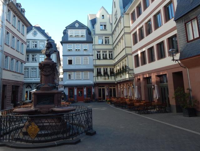 Stoltze-Brunnen auf dem Hühnermarkt in Frankfurt neue Altstadt