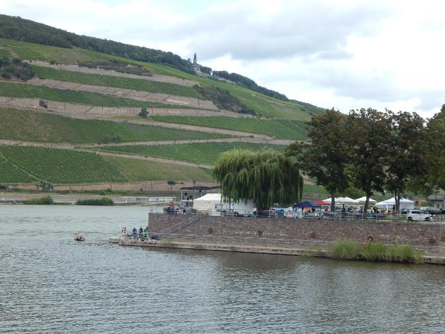 Das Rhein-Nahe-Eck in Bingen von der Brücke gesehen.