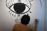artista dibujando