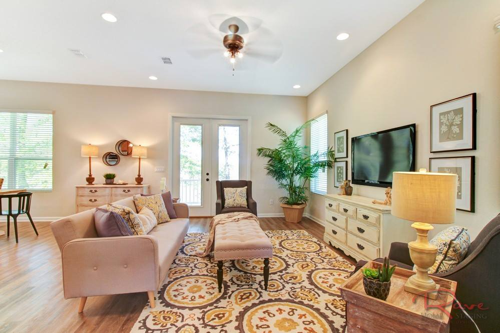 how to determine the right rug size