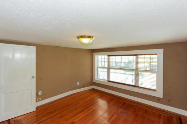 staging an awkward home with low ceilings (13)