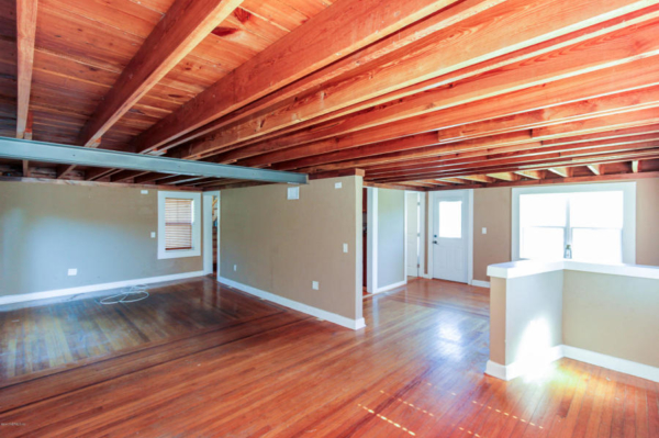 staging an awkward home with low ceilings (9)