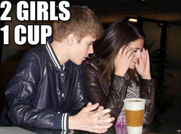 Justin Bieber y Selena Gómez tomando un café ;)
