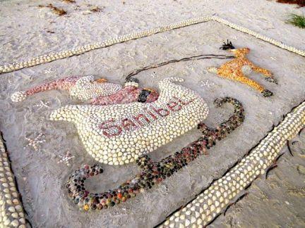 Holiday art on the beach