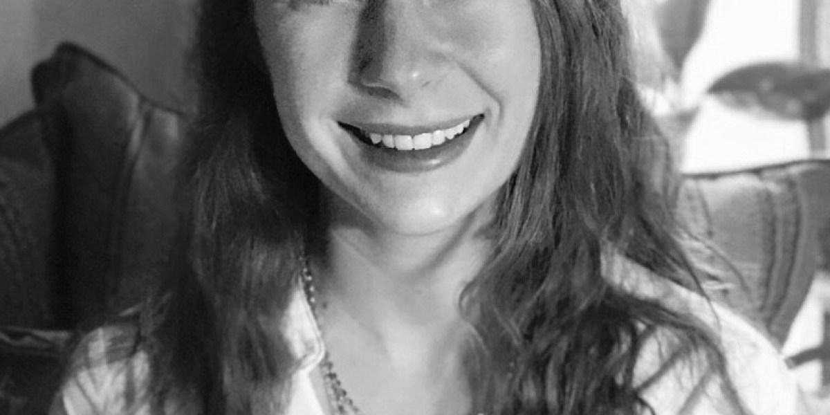 Spotlight: Meet Lindsey Barlow, Author of PIVOT
