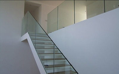 Balustrades Frameless Doors Ravensby Glass Dundee | Glass Balustrade Internal Stairs | Pattern Glass | Glass Balustrading | Handrail | Cast Glass | Landing