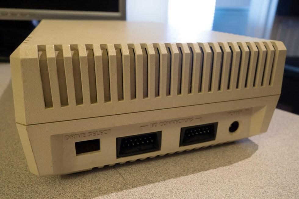 Atari-XE-Game-System-XEGS-1050-Disk-Drive-01265-2