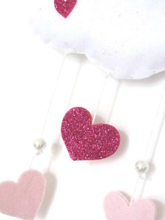 Cuore in fommy glitter. Perline bianche.