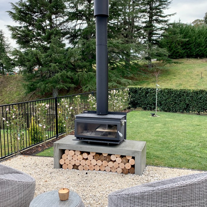 OUTDOOR FIRE HEARTH/BENCH