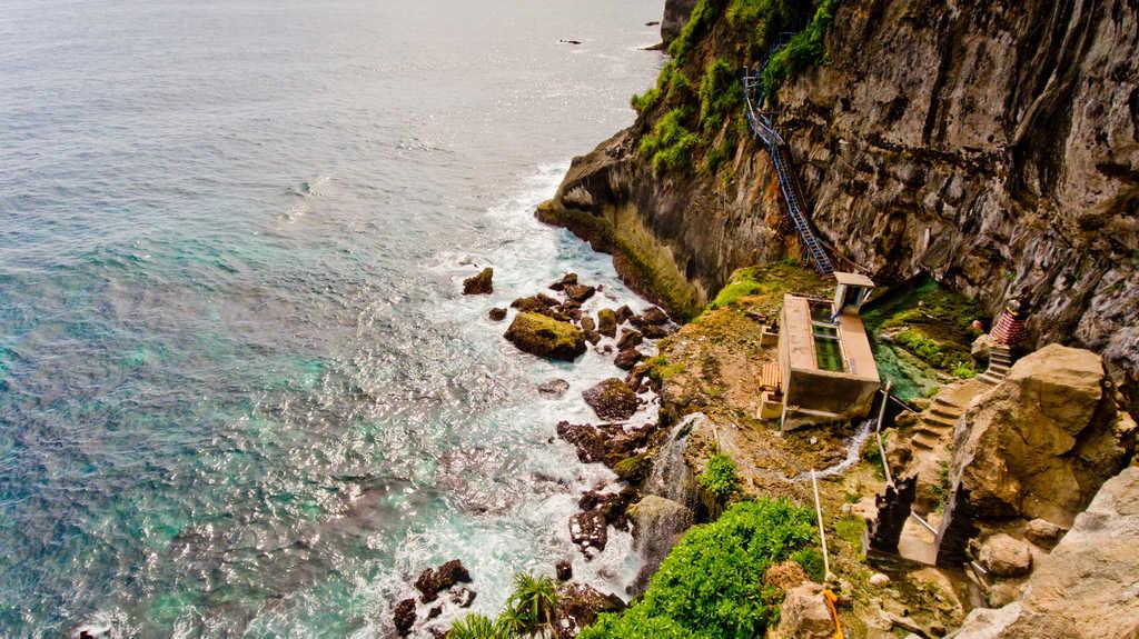 Peguyangan Waterfall and Temple, blues stairs