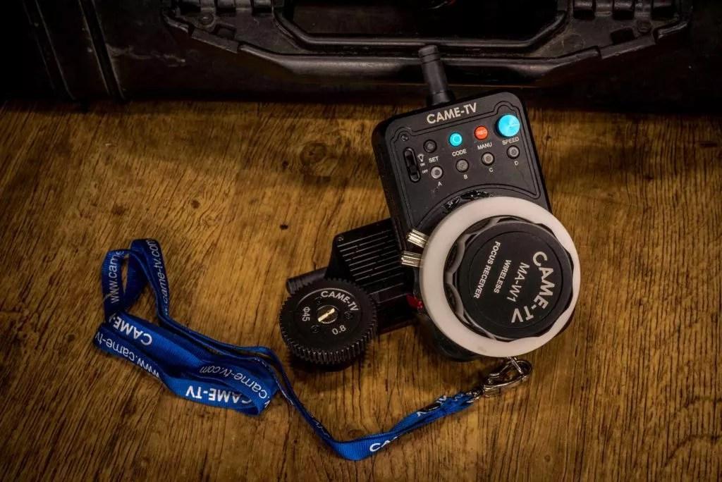 Exemple de prise de vue de produit (matériel de commande de caméra) réalisée par Baptiste Leroy, photographe sur Vannes (Morbihan, Bretagne)