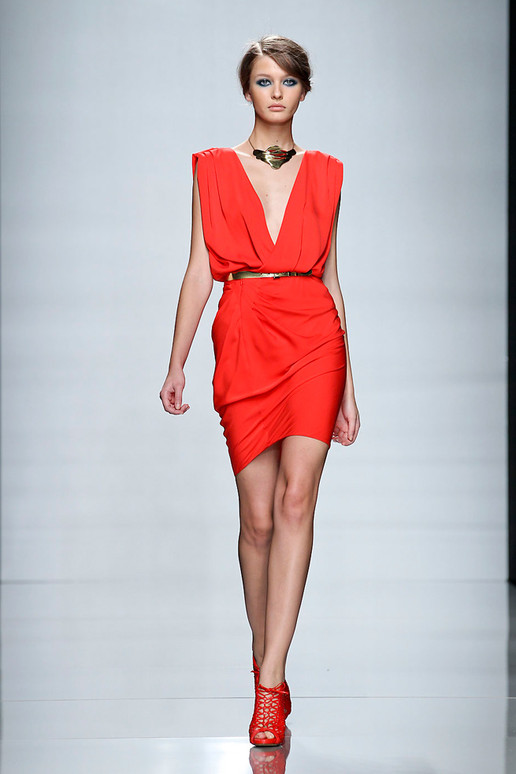 Emanuel Ungaro Spring 2012 Paris Fashion Show