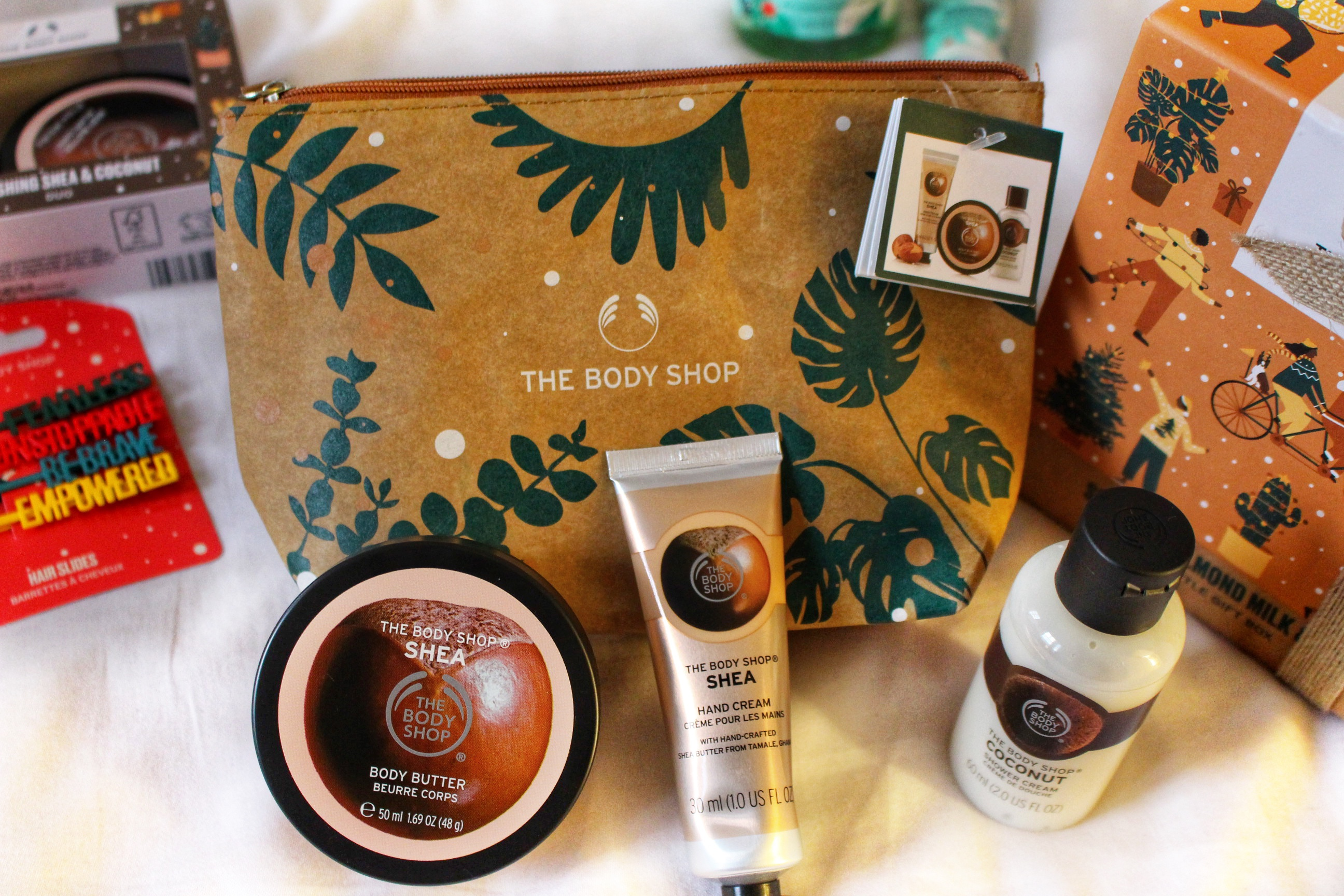 beauty-pouch-shea-handcream-shea-body-butter-the-bodyshop-red-fragrant-christmas-gift-guide-raychel-says