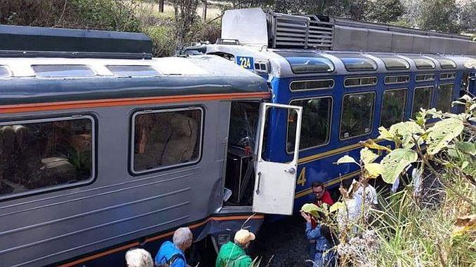 Peruda dua bumper kereta api 23 cedera